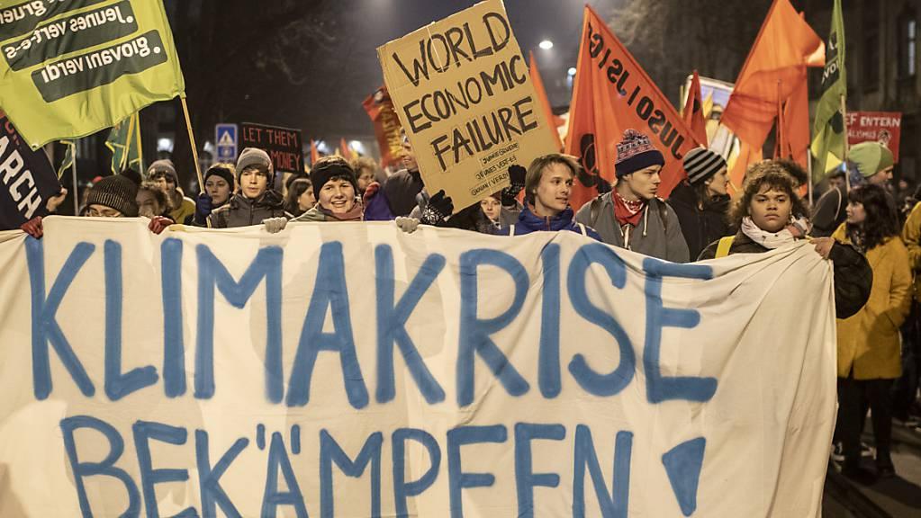 Protest in Zürich gegen das WEF in Davos: Demonstrationen können auch bei der Austragung in Luzern im Mai bewilligt werden. (Archivbild)
