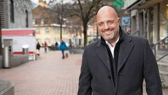Dietrich Berger ist unterwegs auf dem Neumarktplatz, wo unter anderem am 10. und 11.September die extra21 als Alternative zur Expo stattfinden soll.