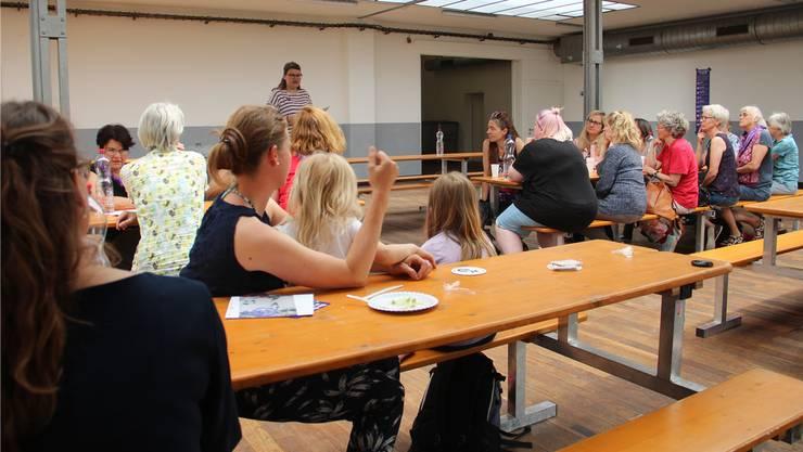 Mia Gujer, Vize-Präsidentin der SP-Frauen Aargau, sagte in der Bleichi Wohlen, was sich alles ändern muss.