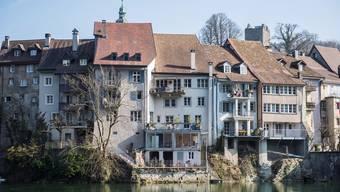 Die Besitzer der Altstadthäuser am Laufenburger Rheinufer machen sich Sorgen, dass sich der Rheinuntergrund weiter bewegen könnte.