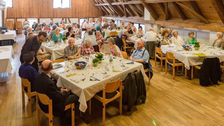 38 Schlieremer Seniorinnen und Senioren erschienen am Geburtstagsfest im Stürmeierhuus und liessen es sich gut gehen.
