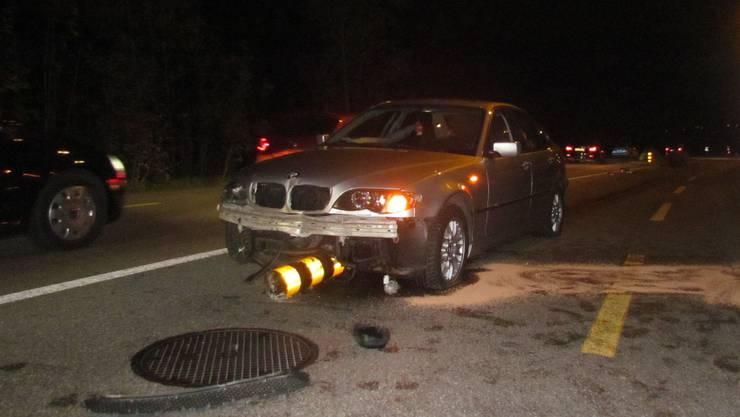 Betrunkener Autofahrer rammt in Holderbank Verkehrsinsel.