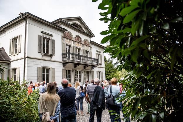 4 Jahre, zwischen 2010 und 2014, gehörte die Villa Malaga dem Rechtsanwalt Roland Padrutt respektive dessen Villa Malaga GmbH.