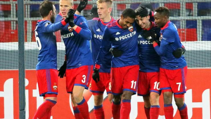 ZSKA Moskau feiert das goldene Tor gegen Roter Stern Belgrad