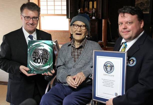 Ende 2012 bekam er die Urkunde als ältester Mann der Welt.