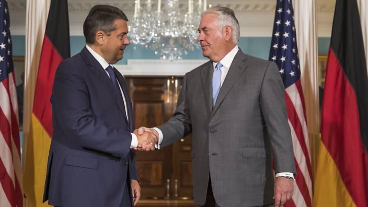 Der deutsche Aussenminister Gabriel (links) mit seinem US-Amtskollegen Tillerson vor den Medien im State Department in Washington.
