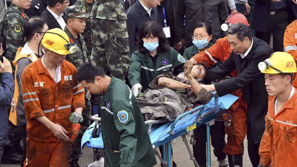 Die Zahl der Toten durch den Bergschlag vom vergangenen Samstag in einer Kohlegrube in Ostchina ist auf acht gestiegen. Dreizehn Bergleute wurden am Freitag noch vermisst.