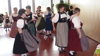 Trotz Schwierigkeiten, neue Mitglieder zu finden, geht es bei der Trachtengruppe Eigenamt fröhlich zu.ZVG/Annerose Morach