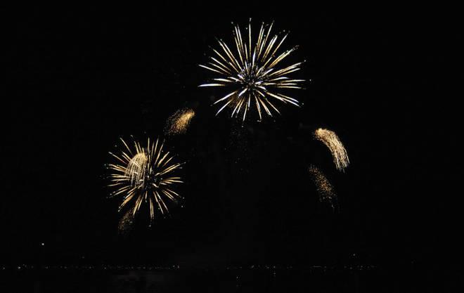 Das Feuerwerk Big Bang in Biel wurde zu Musik choreografiert und begeisterte Tausende am und auf dem See_10