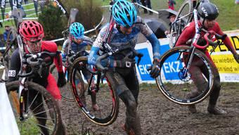 Am Radquer von Meilen duellierten sich Florian Vogel (ganz rechts) und Severin Sägesser (ganz links/Nr. 18) mit dem Belgier Dieter Vanthourenhout (Nr. 13) und dem Schweizer Johan Jacobs um einen Platz unter den ersten Zehn. Vogel schaffte dies und wurde Achter, Sägesser landete auf dem elften Platz.