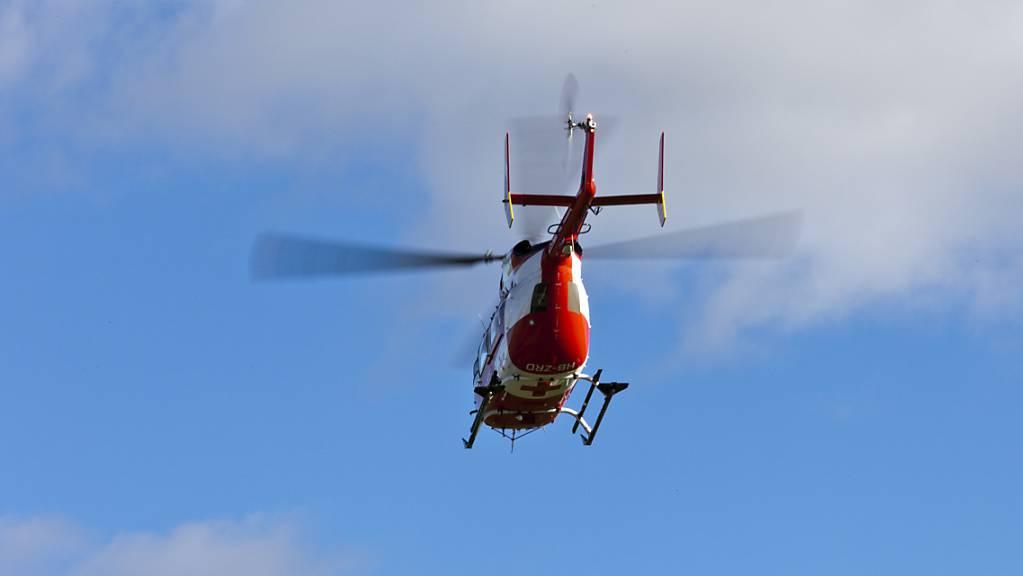 Rega-Einsatz in Nidwalden: In Obbürgen verunfallte ein 70-jähriger Mann auf einem Raupenfahrzeug. (Symbolbild)