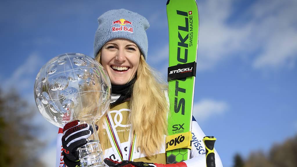 Fanny Smith überstrahlt in Veysonnaz die Konkurrenz und führt sich selbst erneut aufs Podest und die Schweiz zum Sieg in der Nationenwertung.