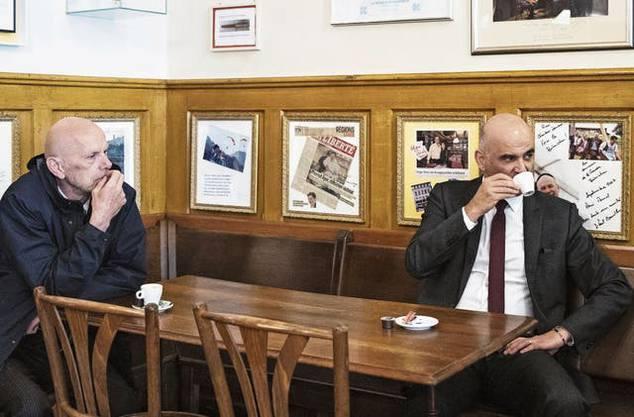 Bundesrat Alain Berset, rechts, und Daniel Koch, der ehemalige Delegierte des BAG für COVID-19, reisten während der Coronapandemie durch die Schweiz.
