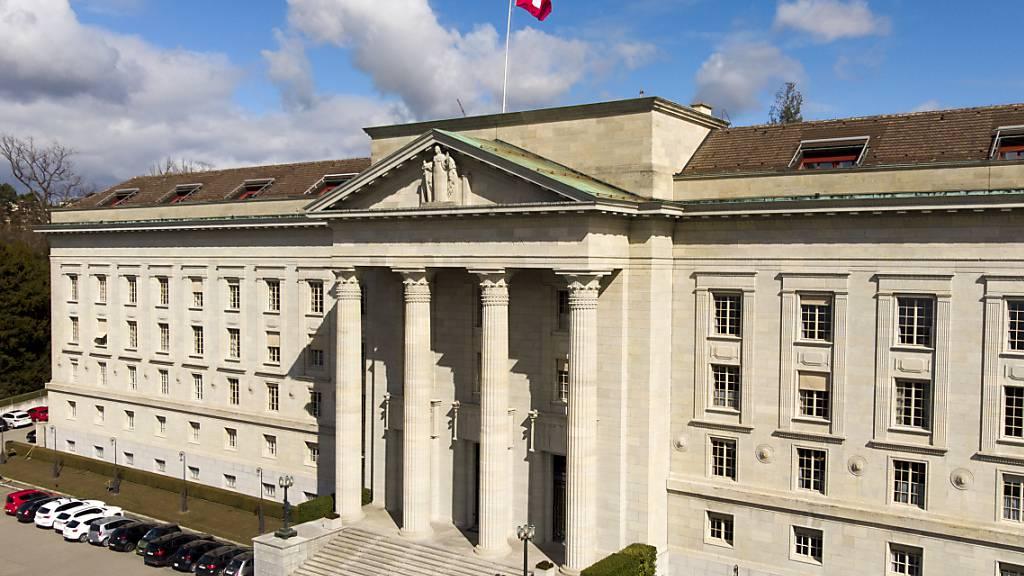 Das Bundesgericht in Lausanne hat die Genfer Justiz angewiesen, im Fall von homophoben Beschimpfungen gegen einen Serviceangestellten zu ermitteln. (Archivbild)