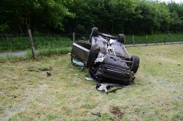 Ziefen BL, 20. Mai: 28-Jähriger fährt zu schnell und macht einen Selbstunfall. Er überschlägt sich mehrmals. Verletzt wird niemand.