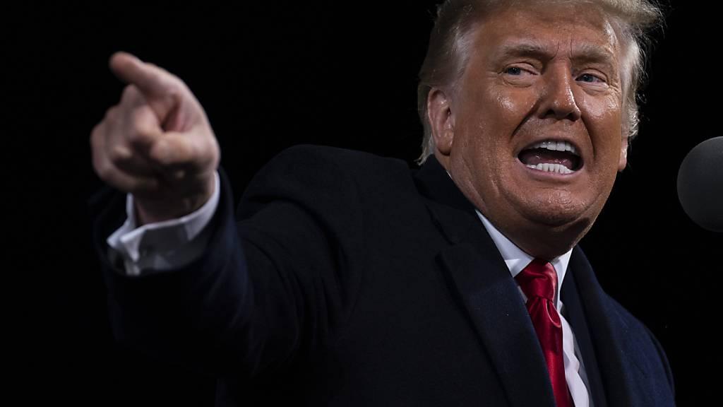 ARCHIV - US-Präsident Donald Trump spricht auf einer Wahlkampfkundgebung im US-Bundesstaat Georgia. Foto: Evan Vucci/AP/dpa/Archiv