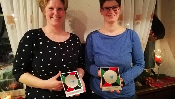 Pia Siegenthaler und Claudia Baumann wurden für ihre Mitgliedschaft geehrt