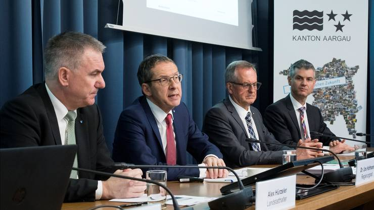 Landstatthalter Alex Hürzeler und Regierungsrat Urs Hofmann mit Anton Lauber und Martin A. Bopp vom Hightech Zentrum (von links) an der Medienkonferenz.