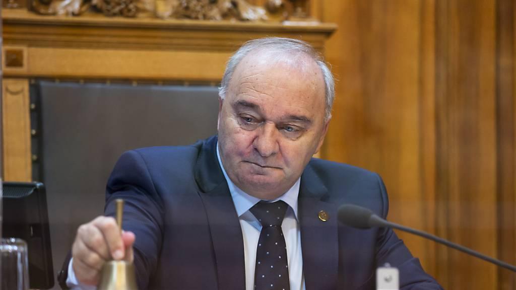 Ständeratspräsident Alex Kuprecht (SVP/SZ) hat zu Beginn der Herbstsession in Zusammenhang mit der Corona-Pandemie zu Gewaltverzicht aufgerufen. (Archivbild)