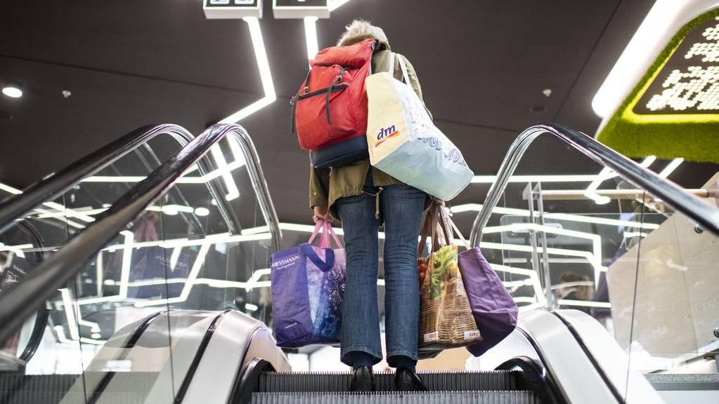 Die Schweizer bringen Millionenbeträge über den Einkaufstourismus ins Ausland.