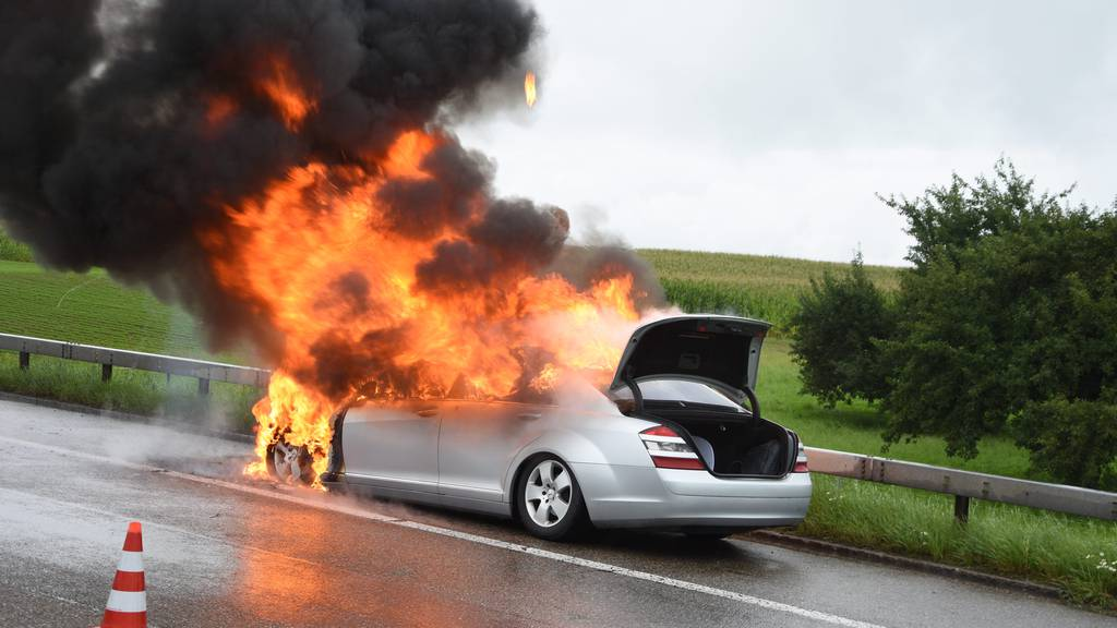 Wegen falscher Betankung: Auto brennt komplett aus