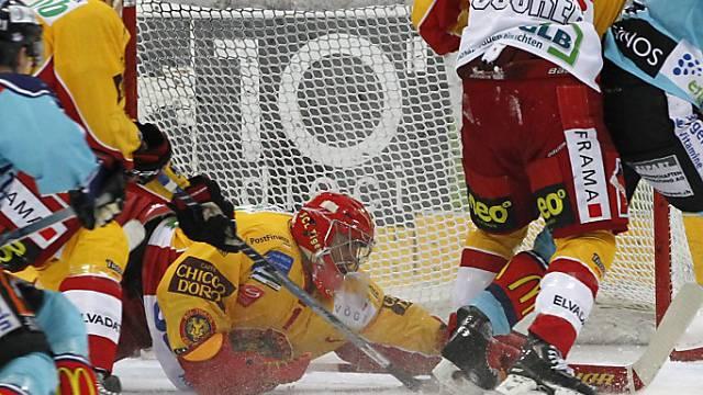 Langnau-Goalie Conz stoppt einen Angriff der Lakers