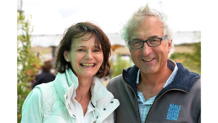 Schauspielerin Charlotte Heinimann zusammen mit Paul Weilenmann, Mitbegründer von Karl's kühne Gassenschau.