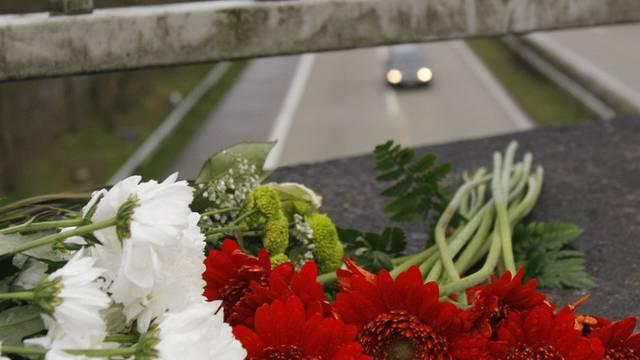 Ein Liebestrunkener stürzt in Deutschland von von einer Autobahnbrücke (Symbolbild)