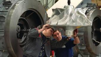Arbeiter im Werk Baden der ABB Turbo Systems (Archiv)