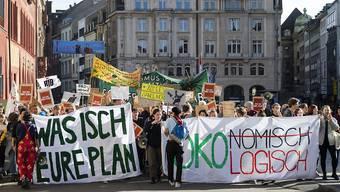 Rund 600 Menschen demonstrierten am Sonntag 16. Februar 2020 in Basel für eine nachhaltig klimafreundliche Politik.