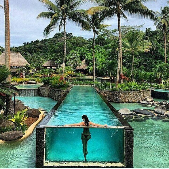Neuer Instagram-Trend: Pobacken an Poolwand drücken. (© Instagram)