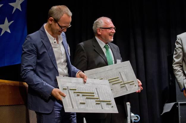 Bauprogramme aus Metall als Geschenk für Rudolf Lüscher und Adrian Kloter