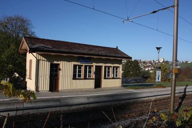 Sie würden bei der Stilllegung der S-Bahn durchs Homburgertal überflüssig: Die Stationen in Buckten...