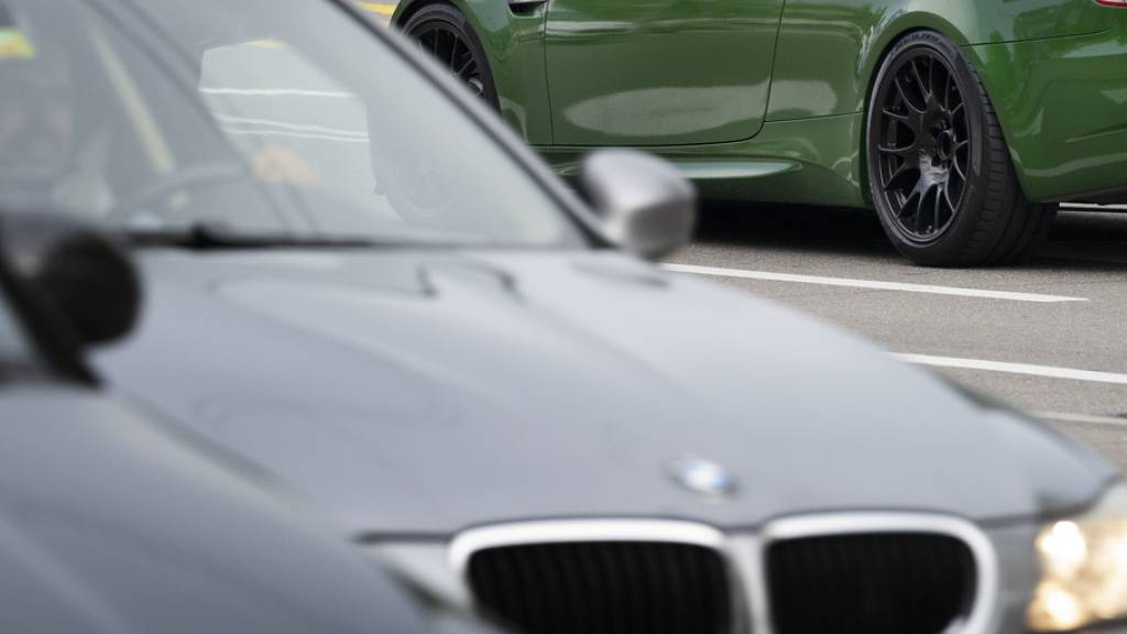 160 Autoposer treffen sich illegal in Parkhaus – Polizei schreitet ein