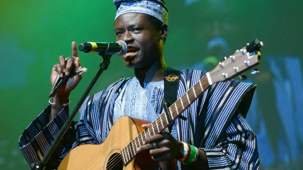 Musiker aus Afrika landet Netzhit mit Konstantin-Wecker-Cover