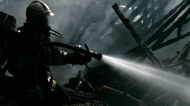 Feuerwehreinsatz bei einem Brand (Symbolbild, Archiv)
