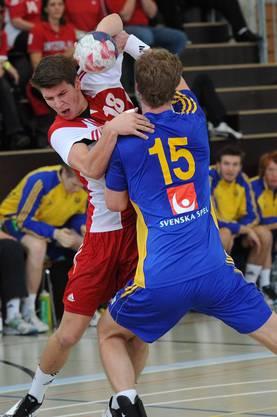 Der Schweizer Dimitrij Kuettel (links) gegen Viktor Oestlund (Schweden).