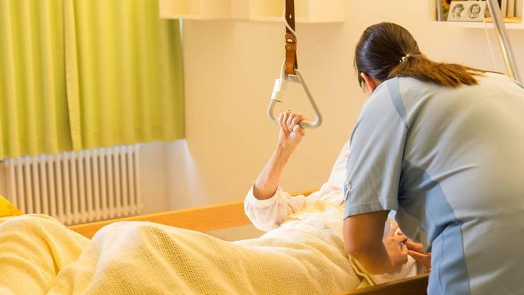 Die Pflege in den Altersheimen wird von Krankenkassen, Bewohnern und Gemeinden finanziert. Doch nur die Beiträge der ersten Beiden sind gedeckelt.