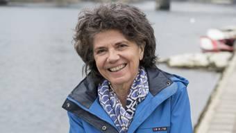 Abschiedsfoto an «ihrem» Fluss: Erika Wunderlin lebt in Küttigen, als Aargauer Kantonstierärztin lief sie jeden Tag der Aare entlang zur Arbeit.