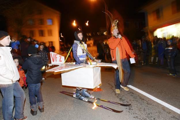 Selzachs Gemeindepräsidentin Silvia Spycher wird in doppeltem Sinn auf die Piste geschickt
