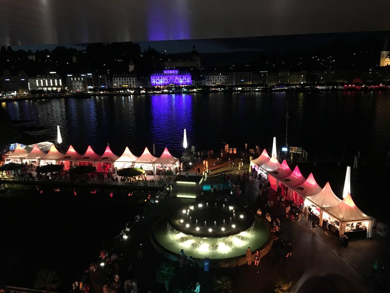 Wunderschön: Die Aussicht vom Dach des KKL Luzern auf das Luzerner Seebecken.