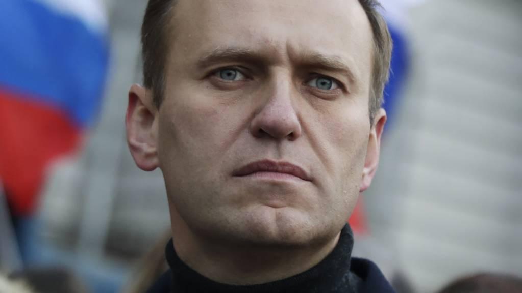 Alexej Nawalny, Oppositionsführer aus Russland, nimmt an einem Gedenkmarsch für den Kremlkritiker Nemzow teil.