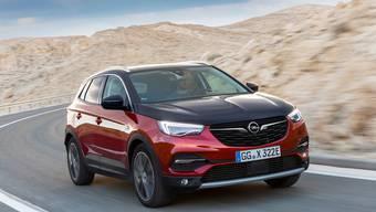 Der Grandland X Hybrid4 ist der dritte elektrifizierte Opel nach dem Ampera und dem Ampera-e. Er ist mit zwei Elektromotoren und Allradantrieb ausgerüstet.