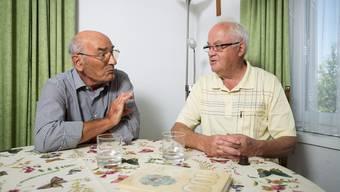 Mario Brem (rechts im Bild) und Heiri Pfaff im Gespräch mit der «Aargauer Zeitung».