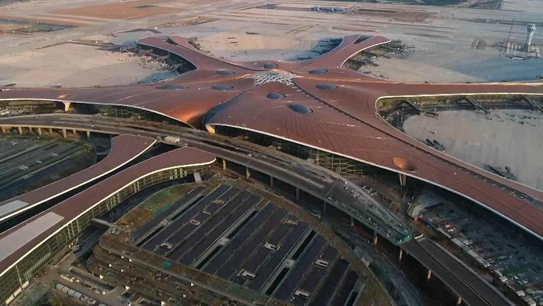 Mega-Flughafen in Peking eröffnet