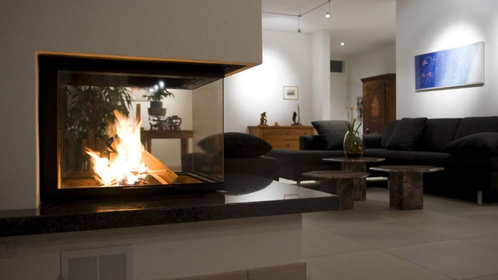 Wohlige Wärme in Wohnräumen ist ein Privileg. In der Schweiz geniessen es 99,7 Prozent der Bevölkerung. Nur 0,3 Prozent kann es sich nicht leisten, die Wohnung angemessen zu heizen. In Bulgarien dagegen müssen über 30 Prozent der Einwohner aus Kostengründen daheim bibbern. (Symbolbild)