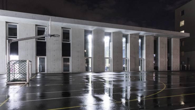 Die Aula des Schulhauses Reitmen bietet für die Harmonie Schlieren nicht genug Platz – das Gemeindeparlament hielt hier im Februar seine erste Sitzung ab.