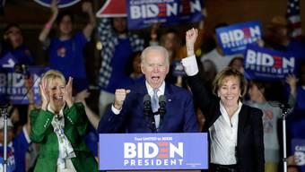 Hat sich gegen seinen letzten innerparteilichen Herausforderer durchgesetzt: Joe Biden. Jetzt ist der Weg für das Duell gegen Präsident Trump frei.