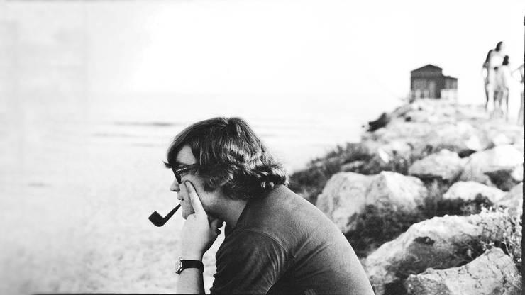 «Ich kenne niemanden sonst, der sich so innig mit dem Meer verbunden gefühlt hat wie Daniel», sagt Fredi Staub. Das Bild zeigt Daniel Wirth am Strand von Carbonifera.