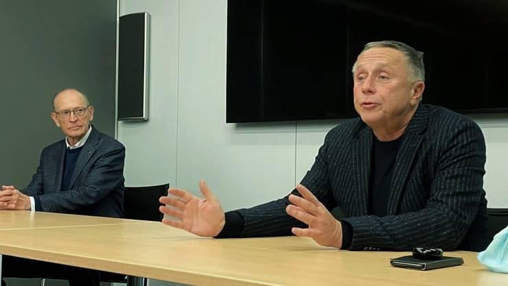Marc Gassmann und Fredy Bayard (r.) verkünden am Freitag vor den Medien den Verkauf des Bieler Medienhauses.